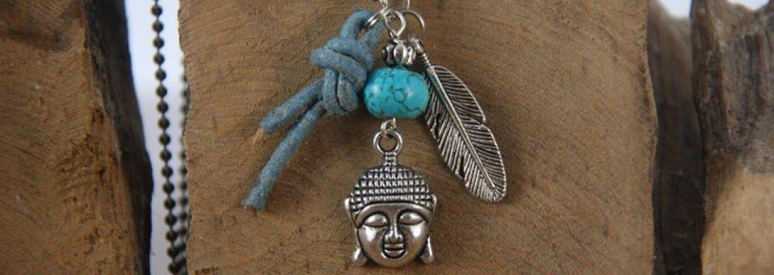 Bolletjesketting met leer, boeddha, veer en turquoise natuursteen.-1125x750